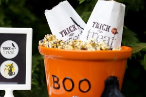 Retro Halloween Party with Lots of Really Cute Ideas via Kara's Party Ideas | KarasPartyIdeas.com #HalloweenParty #BlackCatParty #PartyIdeas #Supplies (4)