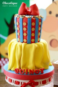 Snow White Themed 1st Birthday Party with Lots of Cute Ideas via Kara's Party Ideas KarasPartyIdeas.com #SnowWhiteParty #Party #Ideas #Supplies (9)