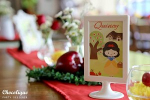 Snow White Themed 1st Birthday Party with Lots of Cute Ideas via Kara's Party Ideas KarasPartyIdeas.com #SnowWhiteParty #Party #Ideas #Supplies (4)