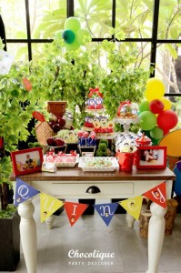 Snow White Themed 1st Birthday Party with Lots of Cute Ideas via Kara's Party Ideas KarasPartyIdeas.com #SnowWhiteParty #Party #Ideas #Supplies (14)