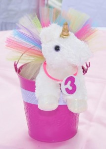 Rainbows and Unicorns Party with So Many Cute Ideas via Kara's Party Ideas | KarasPartyIdeas.com #UnicornParty #RainbowParty #PartyIdeas #Supplies (5)