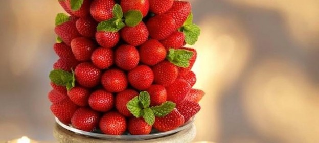 Serve strawberries at your holiday party like this! Easy DIY Holiday Strawberry Tree tutorial via Kara's Party Ideas KarasPartyIdeas.com #strawberrytree #christmasideas #christmastree #holidayrecipes