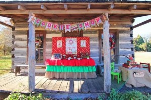 Mrs. Claus Cookie Shop Party with REALLY CUTE IDEAS via Kara's Party Ideas | KarasPartyIdeas.com #ChristmasParty #KidsChristmasParty #HolidayParty #PartyIdeas #Supplies (11)