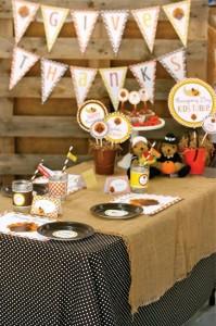 Thanksgiving Kids Table with FREE PRINTABLES via Kara's Party Ideas | KarasPartyIdeas.com #ThanksgivingPrintables #ThanksgivingTable #Party #Ideas #Supplies (4)