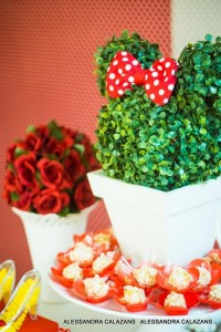 Minnie Mouse Party with Such Cute Ideas via Kara's Party Ideas | KarasPartyIdeas.com #MinnieMouse #Party Ideas #Supplies (16)