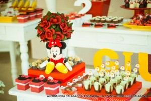 Minnie Mouse Party with Such Cute Ideas via Kara's Party Ideas | KarasPartyIdeas.com #MinnieMouse #Party Ideas #Supplies (11)