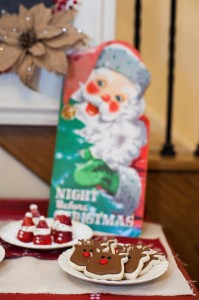 Vintage Santa Christmas Party with Full of DARLING IDEAS via Kara's Party Ideas | KarasPartyIdeas.com #ChristmasParty #SantaClausParty #Party #Ideas #Supplies (3)