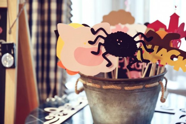 Charlotte's Web Farm Party with Such Cute Ideas via Kara's Party Ideas | KarasPartyIdeas.com #FarmParty #PartyIdeas #Supplies (7)