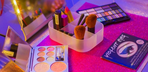 A Fashion Show Birthday Party With Lots of Really Cute Ideas via Kara's Party Ideas | KarasPartyIdeas.com #FashionRunway #FashionShowParty #NeonParty #PartyIdeas #Supplies (2)