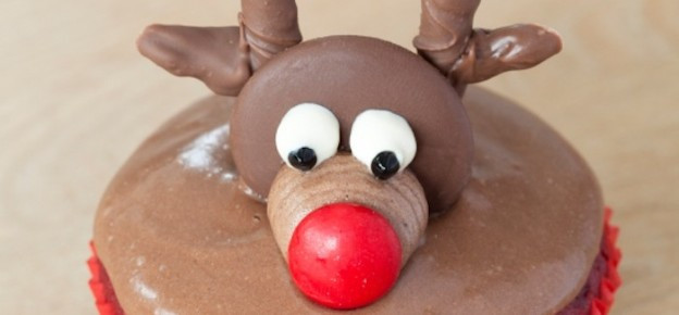 christmas holiday reindeer cupcakes! DIY via Kara Allen Kara's Party Ideas KarasPartyIdeas.com