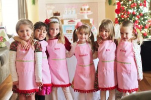Gingerbread House Decorating Party Full of Cute Ideas via Kara's Party Ideas | KarasPartyIdeas.com #GingerbreadCookies #ChristmasParty #PartyIdeas #Supplies (19)