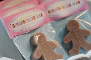 Gingerbread House Decorating Party Full of Cute Ideas via Kara's Party Ideas | KarasPartyIdeas.com #GingerbreadCookies #ChristmasParty #PartyIdeas #Supplies (11)