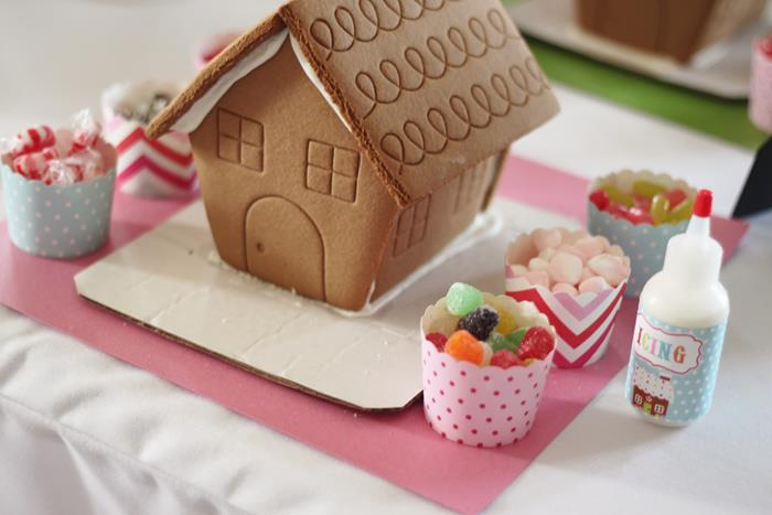 Kara 39 S Party Ideas Gingerbread House Decorating Party With