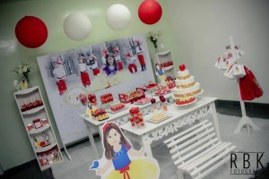 Snow White Party Full of Fabulous Ideas via Kara's Party Ideas KarasPartyIdeas.com #SnowWhite #SnowWhiteAndTheSevenDwarfs #PoisonedApple #PartyIdeas #Supplies (11)