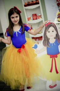 Snow White Party Full of Fabulous Ideas via Kara's Party Ideas KarasPartyIdeas.com #SnowWhite #SnowWhiteAndTheSevenDwarfs #PoisonedApple #PartyIdeas #Supplies (8)