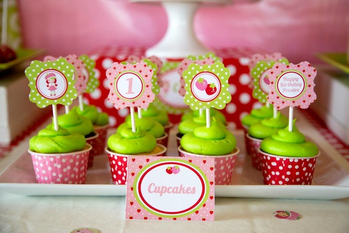 Kara 39 s party ideas strawberry shortcake themed 1st birthday party with lots of really cute ideas - Strawberry themed kitchen decor ...