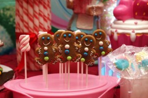 Willy Wonka's Candyland Wonderland Themed Party with So Many Cute Ideas via Kara's Party Ideas KarasPartyIdeas.com #WillyWonkaParty #CharlieAndTheChocolateFactory #CandylandParty #PartyIdeas #Supplies (15)