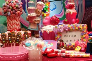 Willy Wonka's Candyland Wonderland Themed Party with So Many Cute Ideas via Kara's Party Ideas KarasPartyIdeas.com #WillyWonkaParty #CharlieAndTheChocolateFactory #CandylandParty #PartyIdeas #Supplies (11)