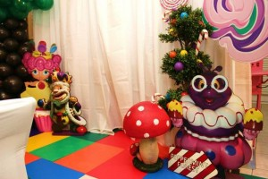 Willy Wonka's Candyland Wonderland Themed Party with So Many Cute Ideas via Kara's Party Ideas KarasPartyIdeas.com #WillyWonkaParty #CharlieAndTheChocolateFactory #CandylandParty #PartyIdeas #Supplies (4)