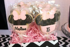 Minnie Mouse themed birthday party with Lots of Really Cute Ideas via Kara's Party Ideas | KarasPartyIdeas.com #minniemouseparty #minniemousecake #partyideas (5)