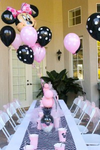 Minnie Mouse themed birthday party with Lots of Really Cute Ideas via Kara's Party Ideas | KarasPartyIdeas.com #minniemouseparty #minniemousecake #partyideas (12)