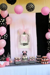 Minnie Mouse themed birthday party with Lots of Really Cute Ideas via Kara's Party Ideas | KarasPartyIdeas.com #minniemouseparty #minniemousecake #partyideas (9)