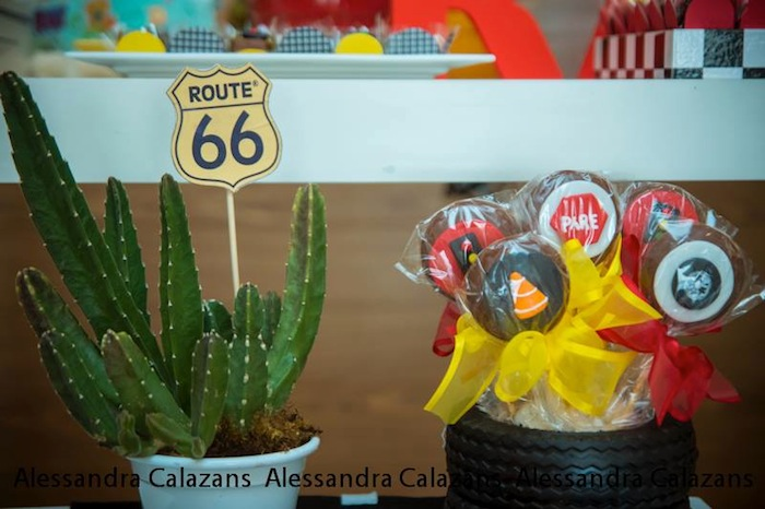 kara 39 s party ideas lightning mcqueen cars themed birthday party with so may great ideas via. Black Bedroom Furniture Sets. Home Design Ideas