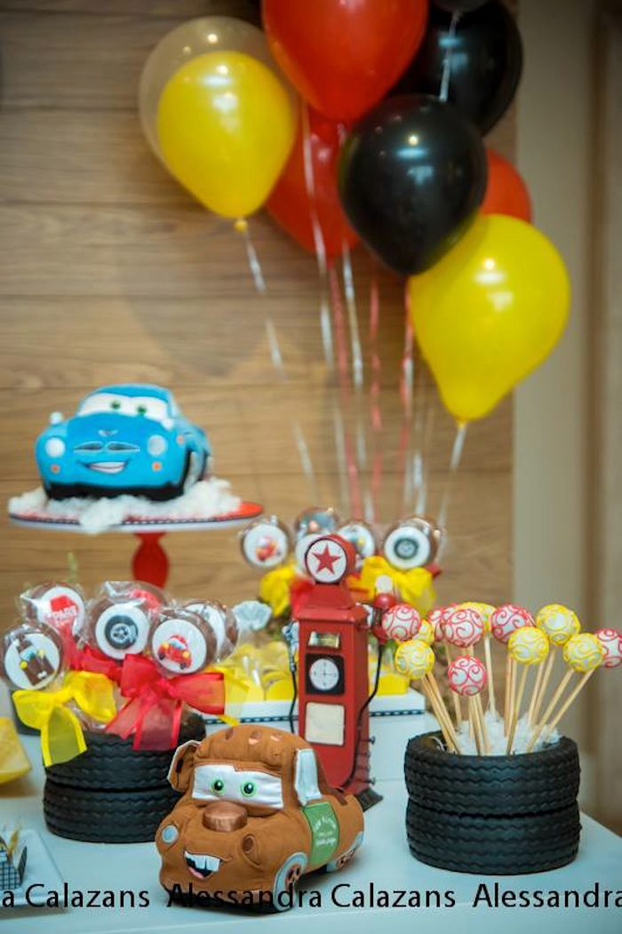 Kara 39 s party ideas lightning mcqueen cars themed for Balloon decoration cars theme