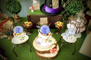 Mad Hatter Tea Party Baby Shower with SO MANY FABULOUS IDEAS via Kara's Party Ideas | KarasPartyIdeas.com #aliceinwonderland #aliceinwonderlandcookies #madhatterparty #partyideas (10)