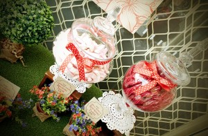 Mad Hatter Tea Party Baby Shower with SO MANY FABULOUS IDEAS via Kara's Party Ideas | KarasPartyIdeas.com #aliceinwonderland #aliceinwonderlandcookies #madhatterparty #partyideas (16)