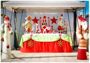 Christmas Brunch Party with Lots of Really Cute Ideas via Kara's Party Ideas Cake, decor, cupcakes, games and more! KarasPartyIdeas.com #christmas #christmasparty #partyideas #partydecor (7)