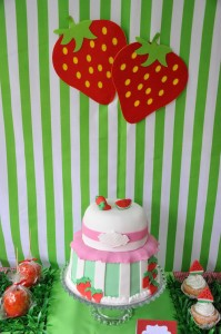 Strawberry and Watermelon themed birthday party with SUCH CUTE IDEAS via Kara's Party Ideas | Cake, decor, cupcakes, games and more! KarasPartyIdeas.com #strawberryparty #watermelonparty #strawberrysoiree #summersoiree #summerparty #partyideas #partydecor (10)