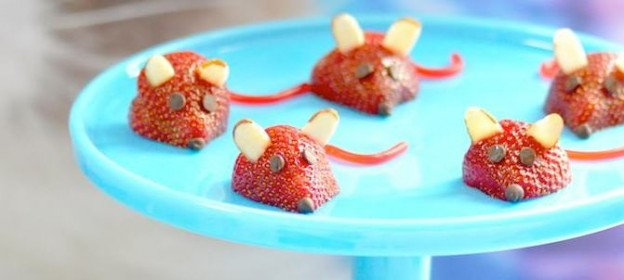 Strawberry Mice for a Cat | Kitty Themed Birthday Party! Via Kara Allen | KarasPartyIdeas.com #strawberrymice #catparty #kittyparty #catbirthday #partyideas
