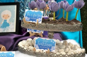 Frozen inspired birthday party full of cute ideas via Kara's Party Ideas | KarasPartyIdeas.com #frozenparty #frozen #frozenpartyideas #partydecor #partyplanning #partystyling #partyideas (3)