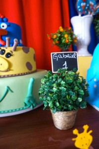 Galinha Pintadinha themed birthday party with Lots of Really Fun Ideas via kara's party ideas! full of decorating ideas, dessert, cake, cupcakes, favors and more! KarasPartyIdeas.com #galinhapintadinhaparty #galinhapintadinha #partyideas #partydecor #partystyling (19)