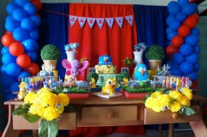Galinha Pintadinha themed birthday party with Lots of Really Fun Ideas via kara's party ideas! full of decorating ideas, dessert, cake, cupcakes, favors and more! KarasPartyIdeas.com #galinhapintadinhaparty #galinhapintadinha #partyideas #partydecor #partystyling (6)