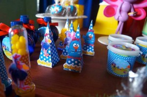 Galinha Pintadinha themed birthday party with Lots of Really Fun Ideas via kara's party ideas! full of decorating ideas, dessert, cake, cupcakes, favors and more! KarasPartyIdeas.com #galinhapintadinhaparty #galinhapintadinha #partyideas #partydecor #partystyling (15)