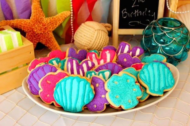 Mermaid themed birthday party with such CUTE IDEAS via Kara's Party Ideas! | Decor, cakes, cupcakes, games, printables, and MORE! #mermaidparty #mermaids #undertheseaparty #beachparty #girlparty #partyideas #partydecor (23)
