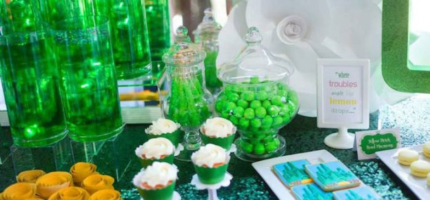 Emerald City - A nod to Oz themed birthday party with LOTS of REALLY CUTE IDEAS via Kara's Party Ideas! Cake, decor, cupcakes, games and more! KarasPartyIdeas.com #wizardofoz #emeraldcity #wizardofozparty #girlparty #partydecorating #partystying #eventstyling #partyplanning (2)