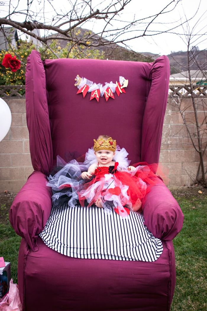 Kara S Party Ideas Queen Of Hearts 1st Birthday Party Via