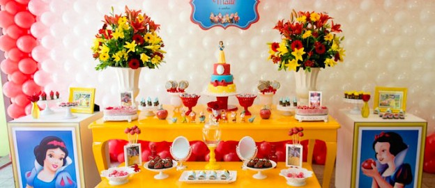 Snow White themed birthday party with lots of CUTE IDEAS via Kara's Party Ideas! full of decorating ideas, dessert, cake, cupcakes, favors and more! KarasPartyIdeas.com #snowwhite #snowwhiteandthesevendwarfs #snowwhiteparty #partystyling #eventstyling #partyideas (1)