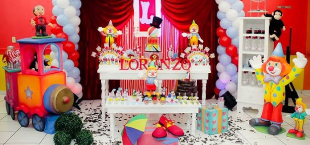 Circus themed birthday party with Such Cute Ideas via Kara's Party Ideas! Full of decorating ideas, cupcakes, cake, printables, games, favors, and MORE! #circus #circusparty #carnival #carnivalparty #partyplanning #partyideas (2)
