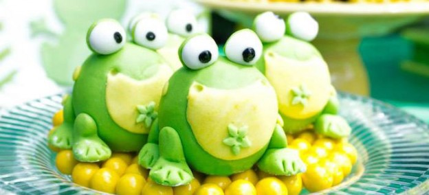 Frog themed birthday party with So Many Cute Ideas via Kara's Party Ideas | Full of decorating ideas, cake, cupcakes, favors, games, and MORE! KarasPartyIdeas.com #frogparty #frogs #partyideas #partystyling #partyplanning (1)