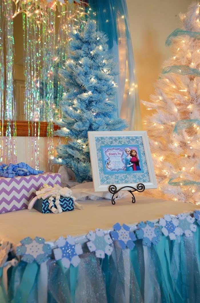 Kara's Party Ideas Disney's Frozen themed birthday party ...