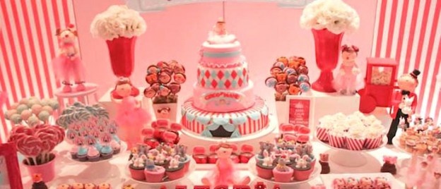 Girly Circus themed birthday party with Lots of Really Cute Ideas via Kara's Party Ideas | Cake, decor, cupcakes, favors, printables, games, and MORE! KarasPartyIdeas.com #circusparty #circus #partydecor #partystyling #eventplanning (2)