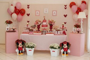 Minnie Mouse themed birthday party via Kara's Party Ideas KarasPartyIdeas.com | Favors, games, cakes, printables, and more! #minniemouse #minniemouseparty #girlyparty #partyideas #parytdecor (5)