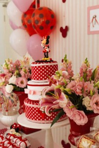 Minnie Mouse themed birthday party via Kara's Party Ideas KarasPartyIdeas.com | Favors, games, cakes, printables, and more! #minniemouse #minniemouseparty #girlyparty #partyideas #parytdecor (16)