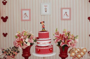 Minnie Mouse themed birthday party via Kara's Party Ideas KarasPartyIdeas.com | Favors, games, cakes, printables, and more! #minniemouse #minniemouseparty #girlyparty #partyideas #parytdecor (14)