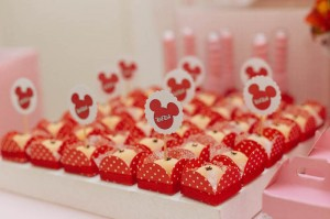 Minnie Mouse themed birthday party via Kara's Party Ideas KarasPartyIdeas.com | Favors, games, cakes, printables, and more! #minniemouse #minniemouseparty #girlyparty #partyideas #parytdecor (12)