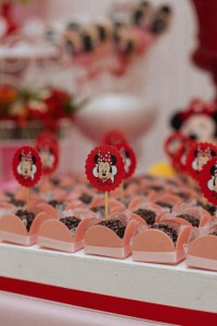 Minnie Mouse themed birthday party via Kara's Party Ideas KarasPartyIdeas.com | Favors, games, cakes, printables, and more! #minniemouse #minniemouseparty #girlyparty #partyideas #parytdecor (10)